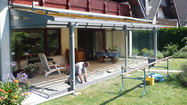 Anbau des neuen Wintergartens im Erdgeschoss eines Einfamilienhauses durch VOSS Mitarbeiter