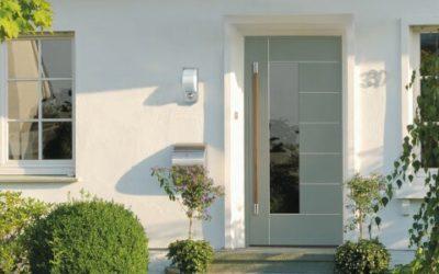 Türen und Fenster in Farbe getaucht