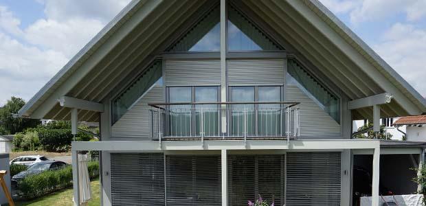 Schanz Rollladen Sonnenschutz für Giebel-Fenster, Foto: Schanz
